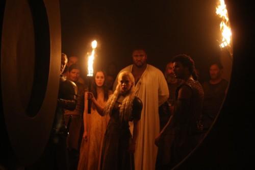 Daenerys (Emilia Clarke) locks Doreah (Roxanne McKee) and Xaro (Nonso Anozie) in his empty vault.