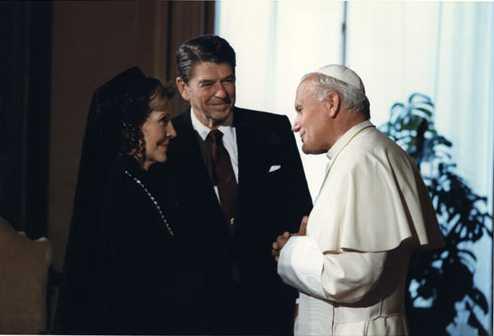 President_and_Mrs._Reagan_meet_Pope_John_Paul_II_1982