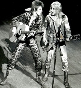 david-bowie-mick-ronson-onstage-001